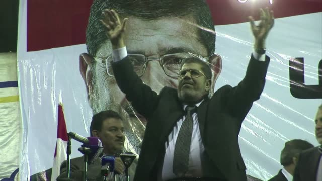 egyptian president-elect mohamed morsi is to become the first islamist head of state in the arab world's most populous nation after being declared... - egitto video stock e b–roll
