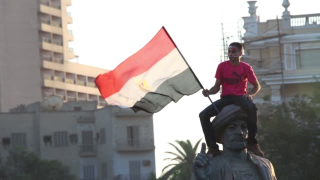 egyptians celebrate military rule at tahrir square on july 27, 2013 in cairo, egypt - coup d'état stock videos & royalty-free footage