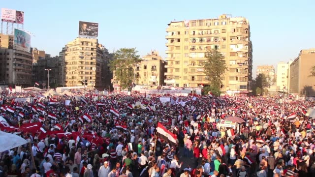 vídeos de stock, filmes e b-roll de egyptians celebrate military rule at tahrir square on july 27 2013 in cairo egypt - arab spring