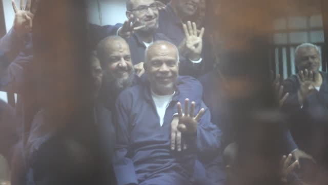 egypt's former president mohamed morsi and muslim brotherhood members sit inside the defendants' cage in a courtroom at the police academy during... - crime or recreational drug or prison or legal trial点の映像素材/bロール
