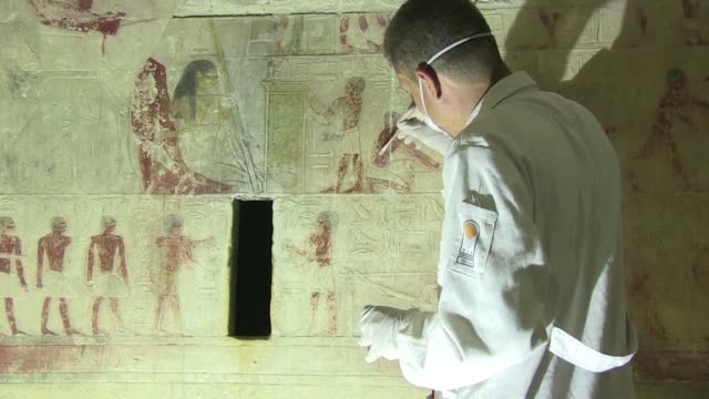 egypt's minister of antiquities inaugurates the tomb of sixth dynasty mehu decades after discovery in the 1940s also allowing the media to explore... - gravvalv bildbanksvideor och videomaterial från bakom kulisserna