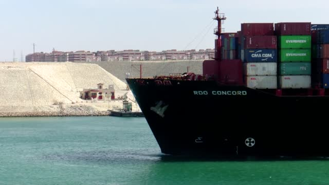 vídeos y material grabado en eventos de stock de egypt's suez canal authority on tuesday said the revenues of the canal in the first eight months of 2021 rose by 11.6 per cent year on year to 4.09... - 6 11 months