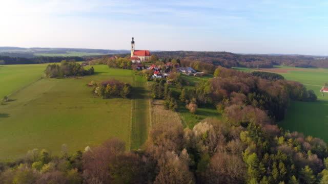 vídeos de stock, filmes e b-roll de eichlberg igreja de peregrinação no norte da baviera - ponto de vista de câmera