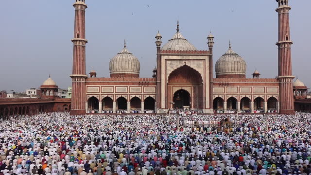 vidéos et rushes de congrégation de l'aïd - islam