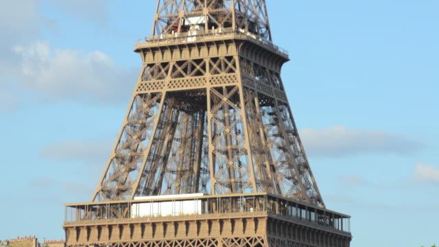 ms tu eiffel tower against sky, paris, france - turmspitze stock-videos und b-roll-filmmaterial