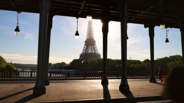 eiffel tower and pont de bir-hakeim, ms - pont de bir hakeim stock videos & royalty-free footage