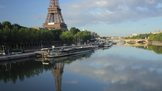 ws tu eiffel tower and river seine seen from passerelle debilly at sunrise, paris, france - river seine stock videos & royalty-free footage