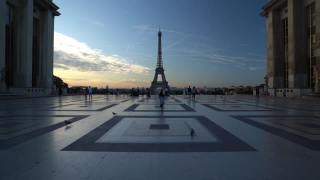 eiffel tower at dawn in paris - slow motion - eiffel tower paris stock videos & royalty-free footage