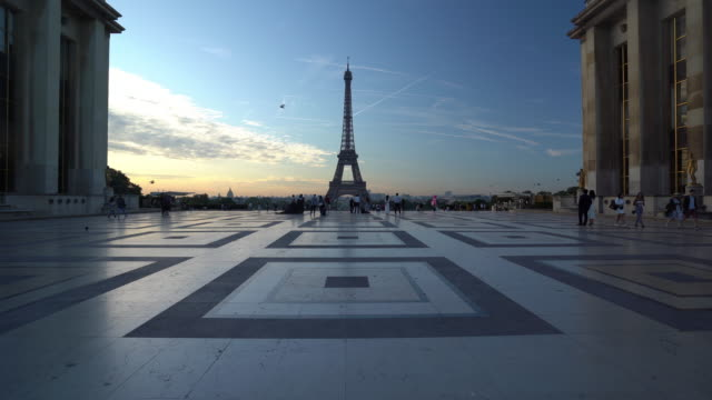 eiffel tower at dawn in paris - eiffel tower paris stock videos & royalty-free footage
