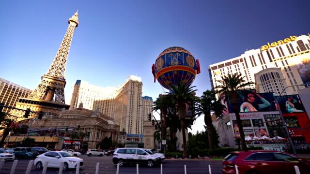 stockvideo's en b-roll-footage met eiffel tower, globe, hollywood hotel. las vegas - replica eiffeltoren las vegas