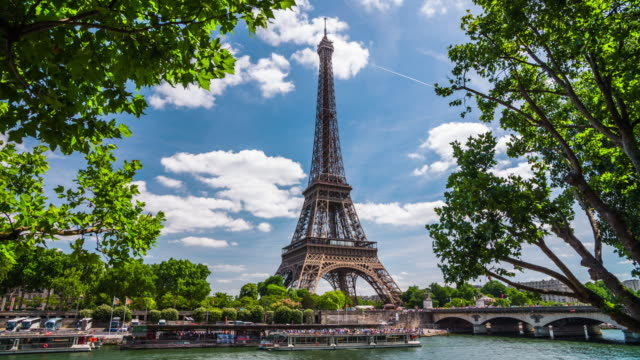 eiffel tower in paris - 4k cityscapes, landscapes & establishers - eiffel tower paris stock videos & royalty-free footage
