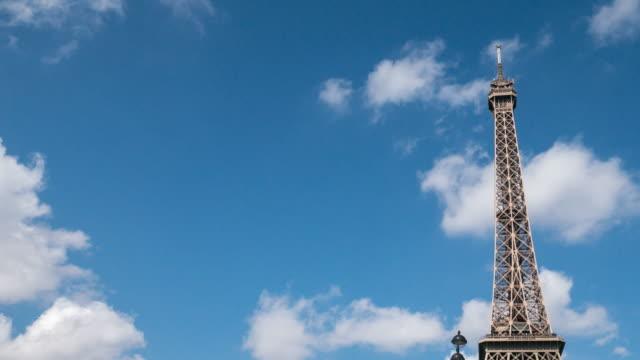 stockvideo's en b-roll-footage met eiffel toren in parijs, frankrijk - eco tourism