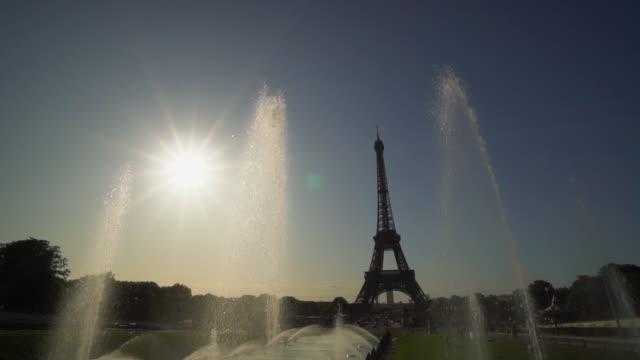vidéos et rushes de tour eiffel à paris, france - eco tourism