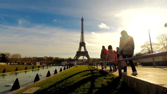 パリ、フランスエッフェルタワー - エッフェル塔点の映像素材/bロール