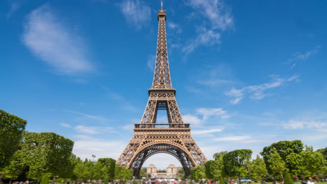 eiffel tower in paris time lapse - zoom out stock videos & royalty-free footage