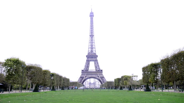 eiffel tower in paris - eiffel tower paris stock videos & royalty-free footage