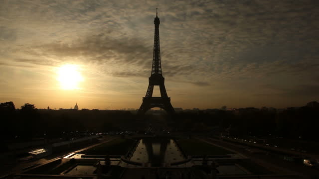 Eiffel tower in the morning sun