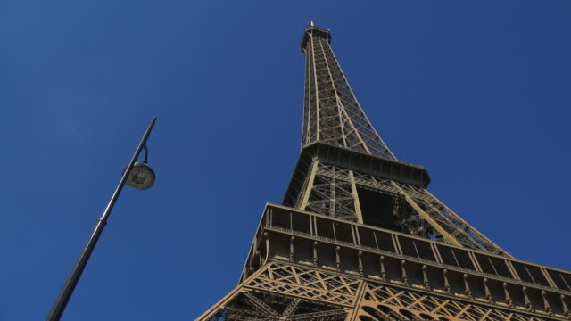 eiffel tower, paris, france, europe - low angle view stock-videos und b-roll-filmmaterial