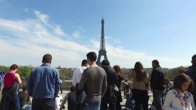 vidéos et rushes de eiffel tower, paris - groupe d'objets
