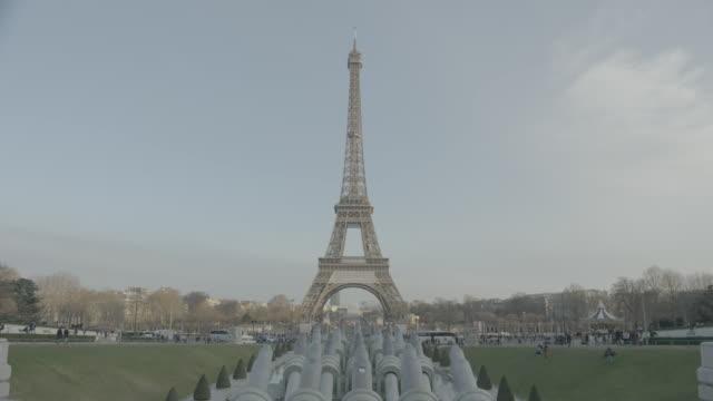 eiffel tower, paris wintertime - エッフェル塔点の映像素材/bロール