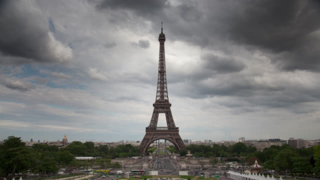 TIME LAPSE: Eiffel Tower