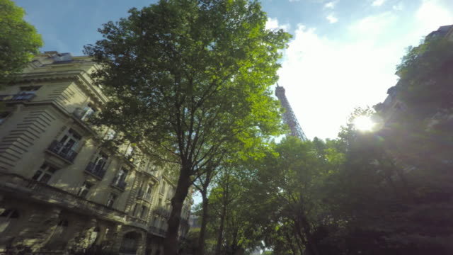 stockvideo's en b-roll-footage met eiffel tower. - dubbeldekker bus