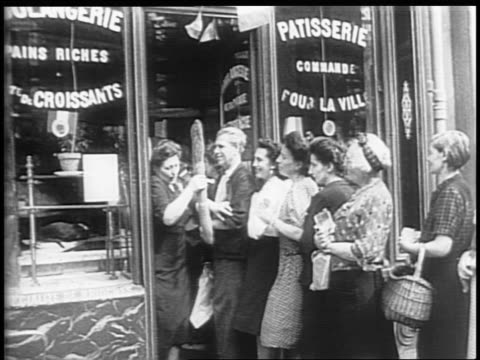vidéos et rushes de eiffel tower / view of paris / people in line outside a bakery / people receiving food / french civilians walking out of a bakery with bread /... - seconde guerre mondiale