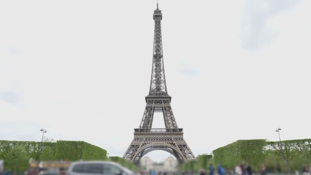 eiffel tower with crowd people - eiffel tower stock videos & royalty-free footage