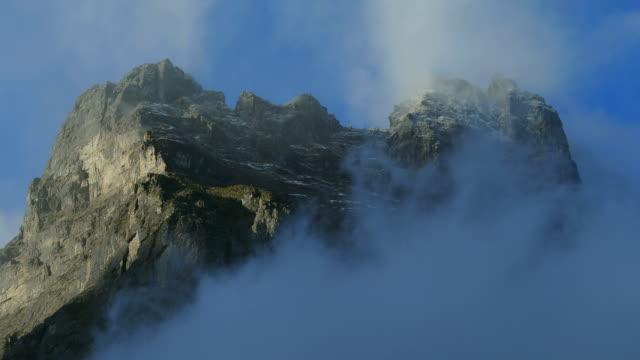 eiger in morning sun, grindelwald, bernese alps, switzerland, europe - berner alpen stock-videos und b-roll-filmmaterial