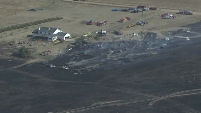kdvr eight fire departments responded to a ground fire in bennett in arapahoe county scorching about 100 acres two sheds and 12 vehicles were... - zahl 8 stock-videos und b-roll-filmmaterial