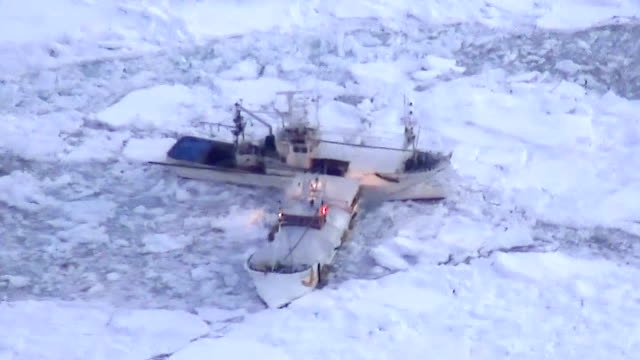 eight fishing boats stuck in drift ice off the coast of this northern town were freed on march 11 japan by an icebreaker dispatched by the rausu... - feststecken stock-videos und b-roll-filmmaterial