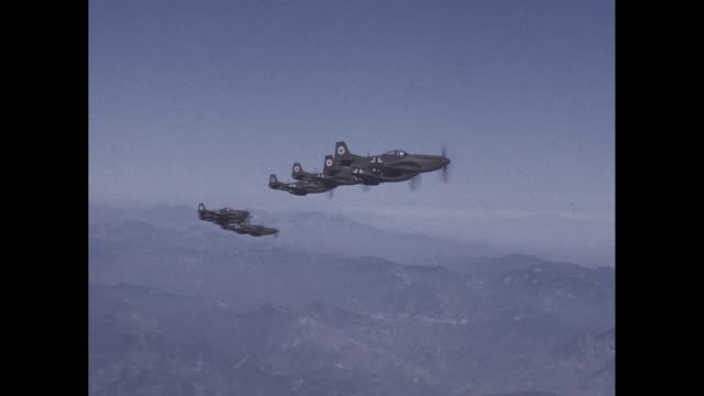 vídeos de stock, filmes e b-roll de eight german wwii fighter planes fly in formation - wehrmacht