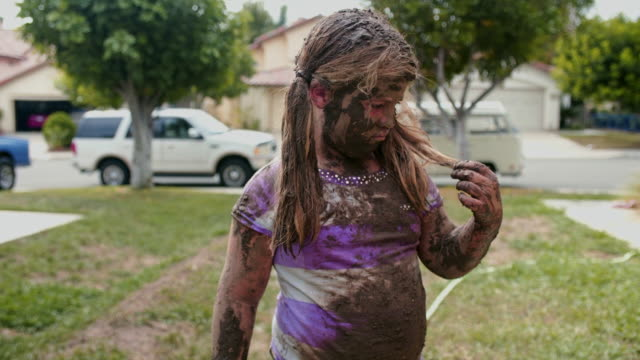 eight year old girl covered in mud dances and makes faces - endast flickor bildbanksvideor och videomaterial från bakom kulisserna