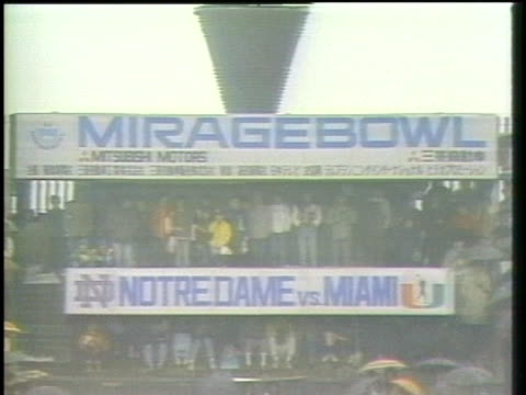eighty-thousand spectators gather for the notre dame v miami at the mirage bowl in tokyo, japan. - sport点の映像素材/bロール