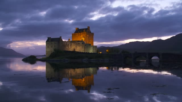 eilean donan castle reflecting in loch duich, scottish highlands. eilean donan castle, dornie, loch duich, scottish highlands, scotland, uk. - dornie stock videos & royalty-free footage