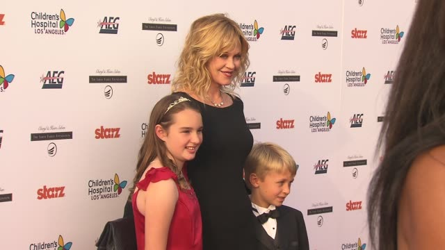 vídeos de stock e filmes b-roll de eileen garrido, melanie griffith, johnny hoffman at the celebrities, dignitaries 'dream for kids' at grand opening gala celebrating new hospital at... - melanie griffith