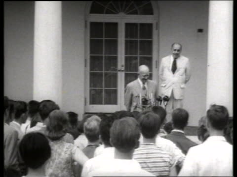 vídeos y material grabado en eventos de stock de eisenhower addressing foreign student crowd / 1950's / sound - only mature men
