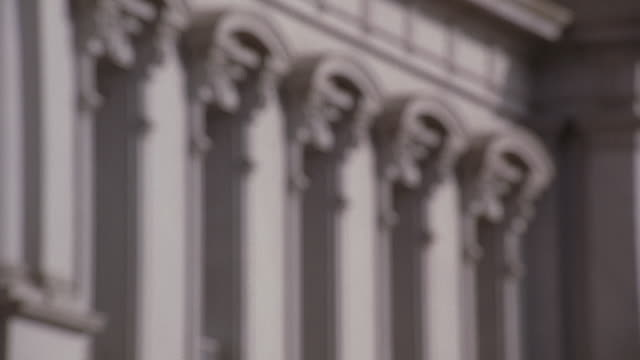 stockvideo's en b-roll-footage met zo eisenhower executive office building with many windows surrounded by ornate pediments / washington, district of columbia, united states - jaar 2000 stijl
