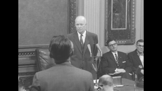 eisenhower takes question from probably edward morgan of abc about opposition to judicial appointments due to brown v boe decision and southern... - südliche bundesstaaten der usa stock-videos und b-roll-filmmaterial