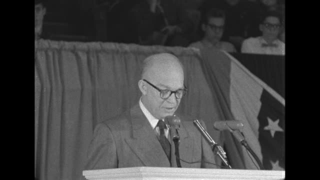 eisenhower talks about how working for the united states government is a privilege and not a right and that it's the perogative of the government to... - united states and (politics or government)点の映像素材/bロール