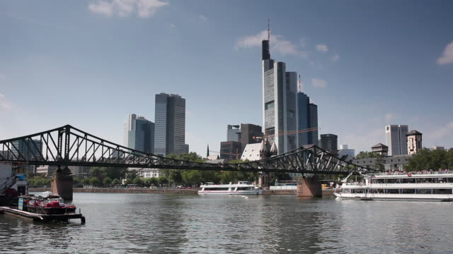 ws eiserner steg bridge over river main with commerzbank tower and skyscrapers in background / frankfurt, hessen, germany - frankfurt main stock videos and b-roll footage