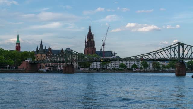 eiserner steg footbridge over the river main, and frankfurt cathedral - 4k time lapse - brandenburg state stock videos & royalty-free footage