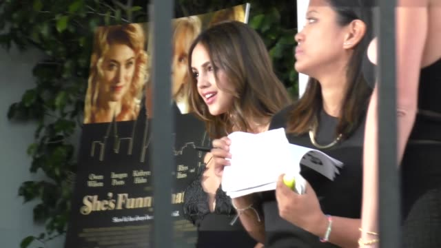 eiza gonzalez at the she's funny that way premiere at harmony gold in west hollywood at celebrity sightings in los angeles on august 19, 2015 in los... - she's funny that way点の映像素材/bロール