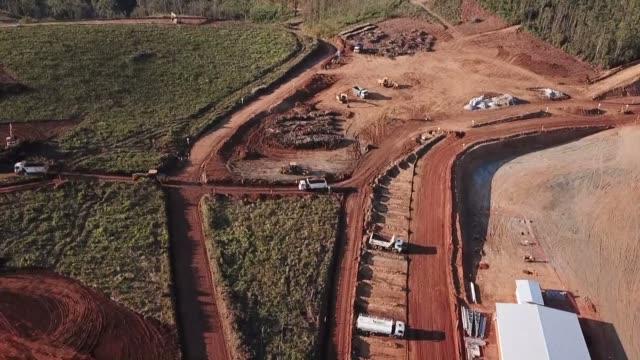 el 5 de noviembre de 2015 una presa con residuos mineros se rompio en brasil contaminando el río doce - dam stock videos & royalty-free footage