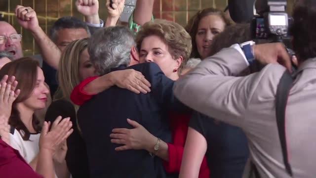 El abogado defensor de la expresidenta brasilena Dilma Rousseff pidio este jueves a la corte suprema la anulacion del fallo del Senado que la...