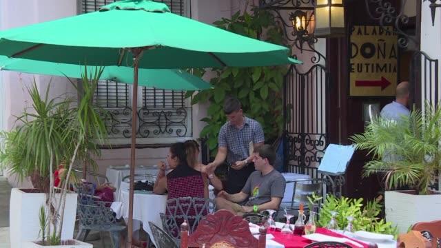 El acercamiento con Estados Unidos ha desatado un nuevo boom del turismo en Cuba sector que ha crecido este ano cuatro veces mas que la economia...