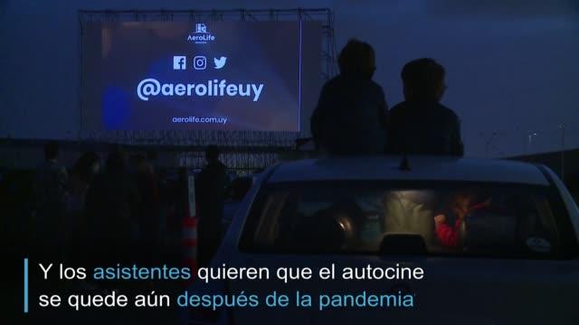 URY: A falta de vuelos, el aeropuerto de Montevideo se convierte en autocine