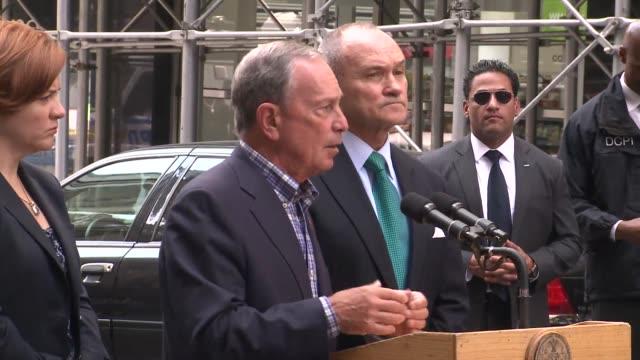 el alcalde de nueva york michael bloomberg dijo en rueda de prensa este viernes que el tiroteo cerca del empire state no tiene nexos con el... - terrorismo stock videos & royalty-free footage
