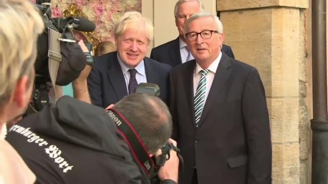 el almuerzo de trabajo entre el primer ministro britanico boris johnson y el titular de la comision europea jean claude juncker el lunes no logro... - reino unido stock videos & royalty-free footage