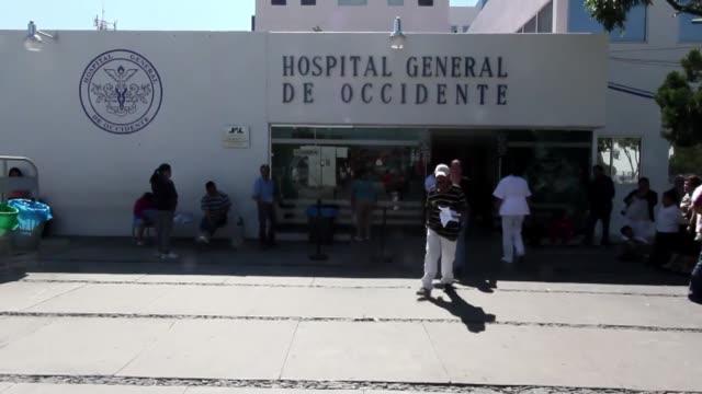 stockvideo's en b-roll-footage met el alumbramiento de una bebe de casi tres kilos por una nina de nueve anos ha causado asombro y consternacion en el estado mexicano de jalisco donde... - padre